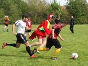 Det årlige fodboldopgør mellem afgangselever og lærere