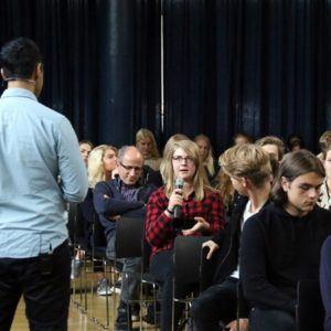 Fællestime om falske nyheder med Erkan Özden på Grenaa Gymnasium