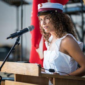 Elevrådsformand Emma Hougaard holdt dimissionstalen 2019 på Grenaa Gymnasium