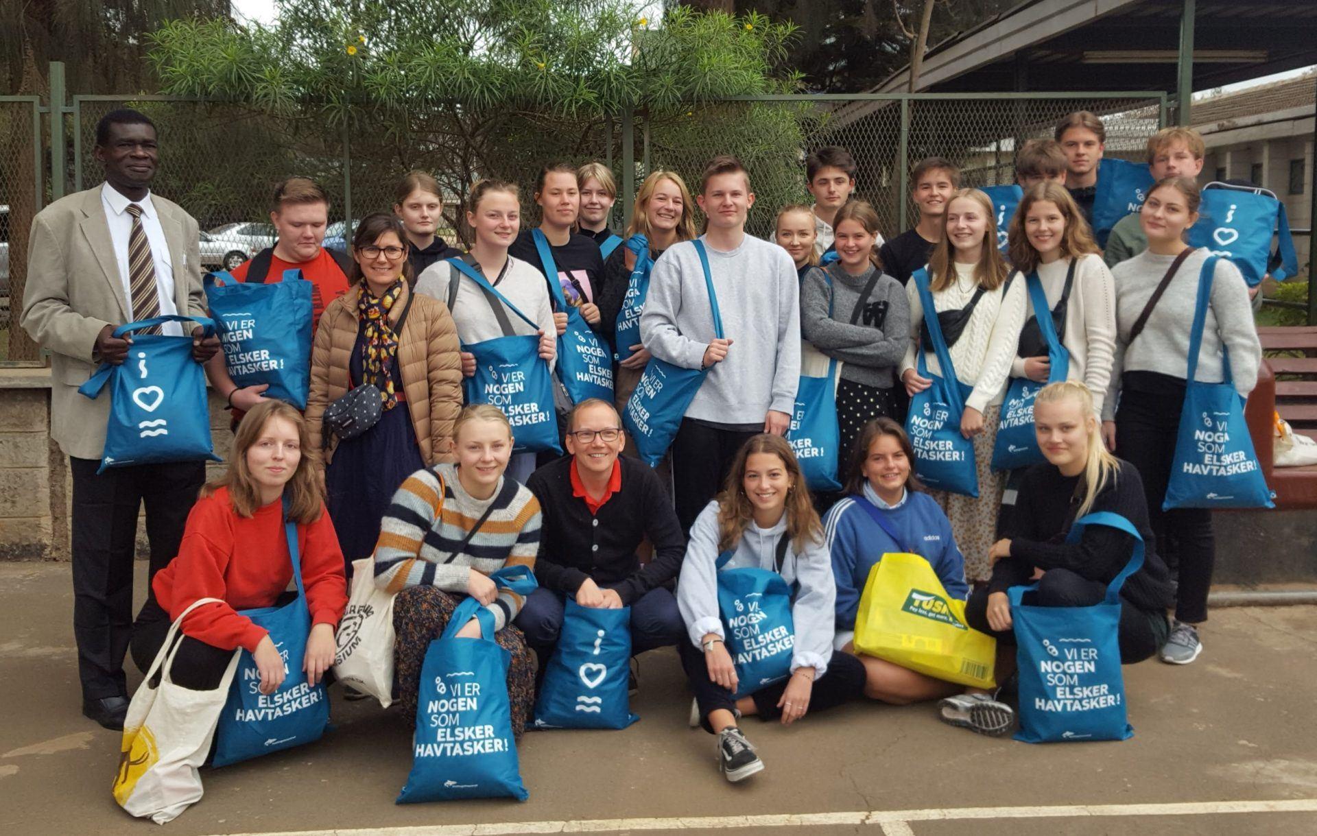 Kattegatcentret sponserede muleposer til elever på Grenaa Gymnasium