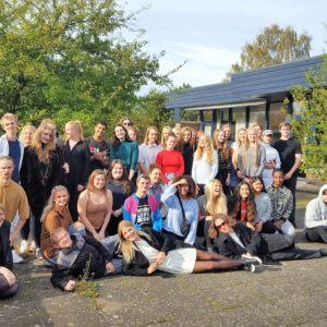 Deltagerne i Operation Dagsværk-modeshowet 2017 på Grenaa Gymnasium